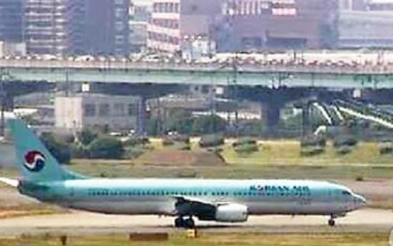 Korea plane makes emergency landing after smoke