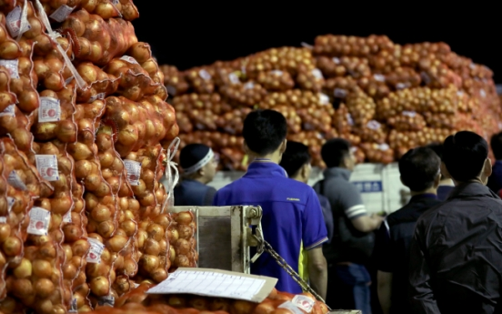 [Photo News] Onion prices surge over 50%