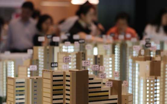 [Photo News] Visitors gather at model house for new town in Yangcheon-gu