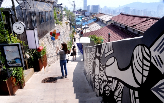 [Seoul Saunter] Art brings life into historic Ihwa Mural Village