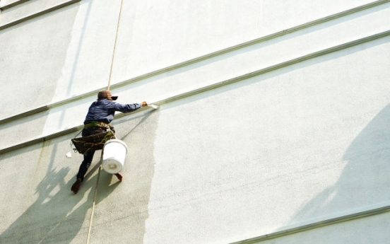 High-rise painter dies after man cuts safety rope