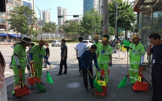 College graduates rush to land Seoul janitor position