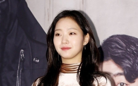 Kim Go-eun considers role in director Lee Joon-ik's new film