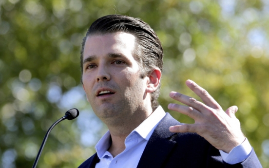 Trump's son met Russian to get dirt on Clinton