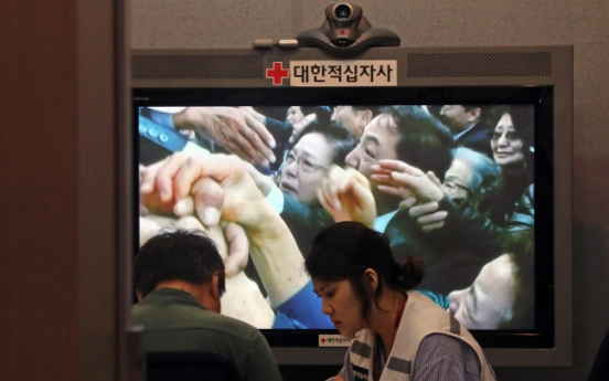 Seoul offers military, family reunions talks with NK