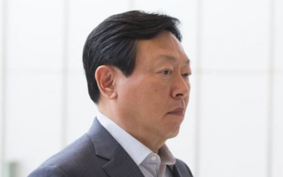 Lotte chief stresses investment for lucrative biz