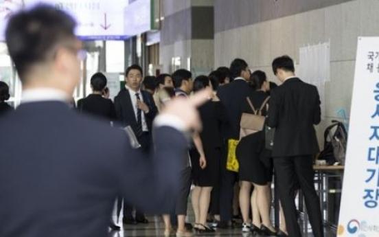 Estimate puts public servants in top 7 percentile in annual income