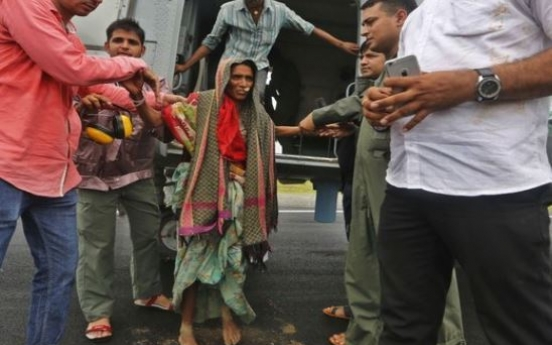 48 dead as heavy monsoon rains lash western India