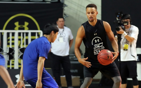 [Video] Stephen Curry thrills fans, hosts youth clinic on Korea trip