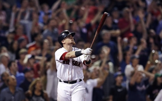 Vazquez's walk-off homer ends wild night at Fenway