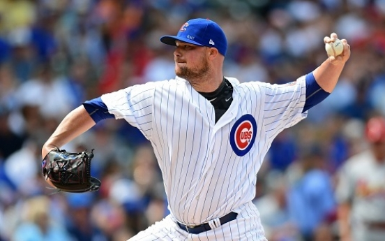 Lester hits first homer, throws 2,000th K in Cubs' blowout win