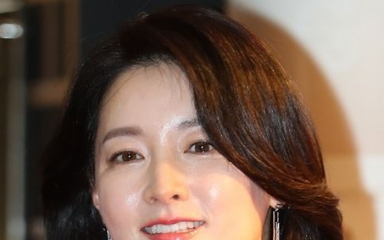 Actress Lee Young-ae donates to victims of military accident