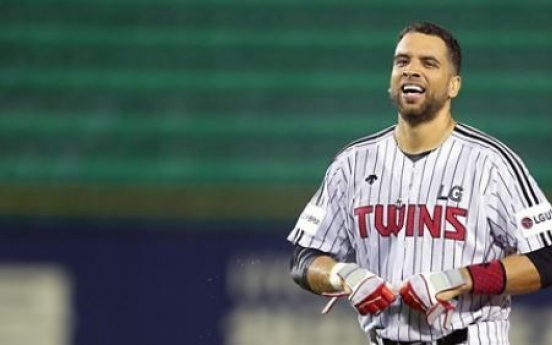 Ex-MLB player James Loney leaves Korea after demotion