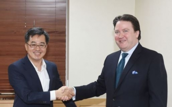 Korea's finance minister discusses trade issues with US envoy