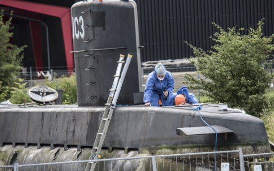 Danish submarine scanned for clues to journalist's death
