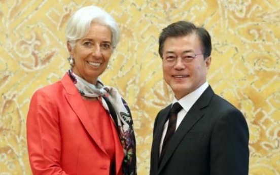 Moon meets with IMF chief, stresses importance of income-led growth