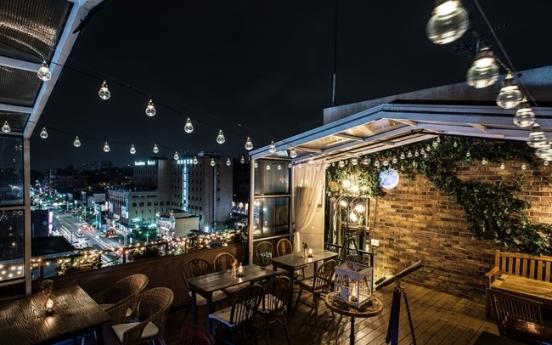 Celebs build safety net in cafe, restaurant business