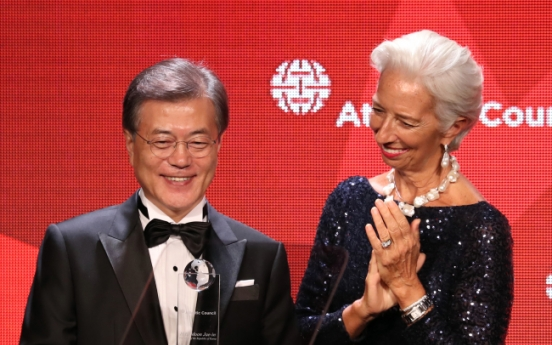 Candlelight vigils set an example to world democracy: Moon