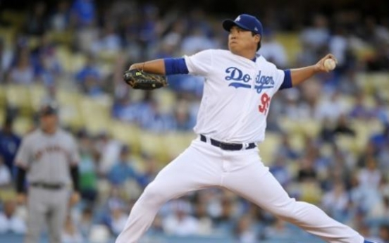 Dodgers' Ryu Hyun-jin lifted early after getting struck by comebacker