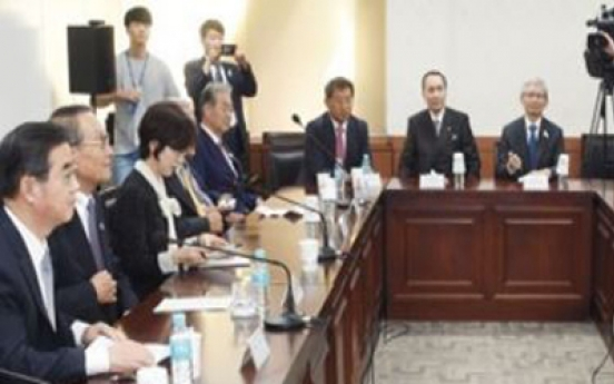 Korea, Japan discuss ways to boost business ties