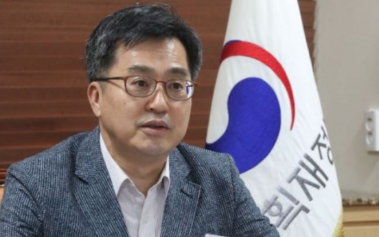Finance minister expects Oct. economic data to deteriorate due to long holiday