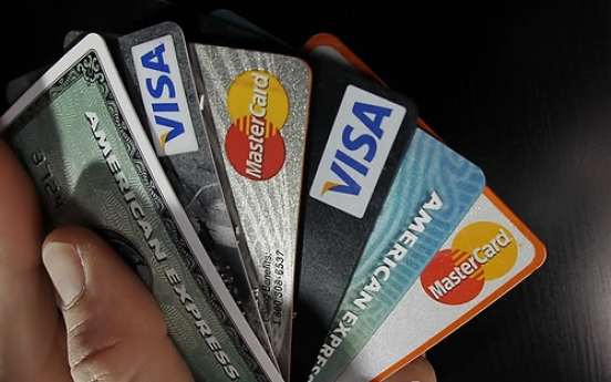 More than 10 mln S. Koreans swipe credit cards overseas