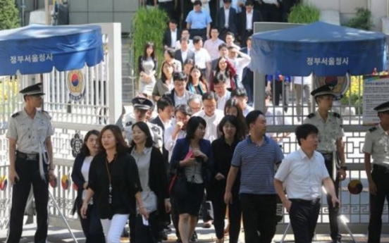 Highest average salary equal to income of 3 million people in bottom tier: report