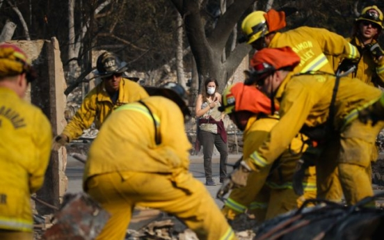 Teams report first progress against wine country wildfires