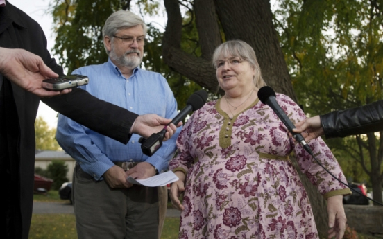 Family freed from captivity returns to Canada