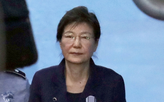 Court appoints 5 lawyers to Park Geun-hye defense