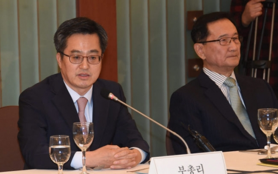 Finance minister stresses gov't efforts to tackle structural problems, external risks