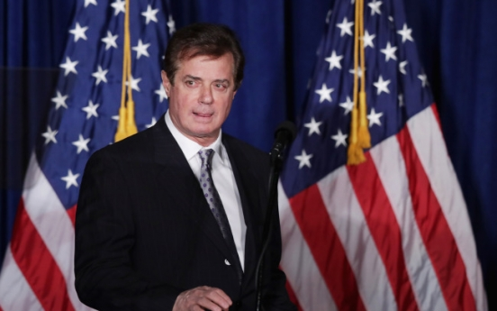Manafort, Gates surrender to federal authorities