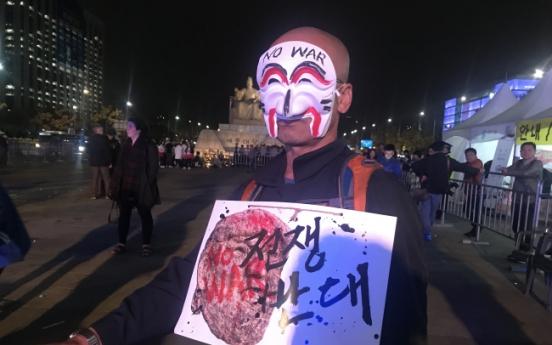 [Photo News] Anti-Trump protestors say no to war