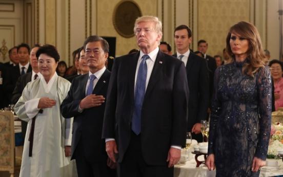 [Photo News] Moon, Trump bond at state dinner