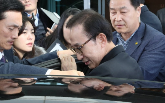 Heat rising on ex-President Lee amid NIS allegations