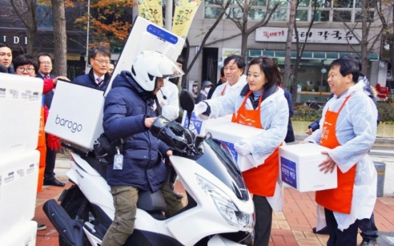 [Photo News] Barogo's motorcycle drivers deliver kimchi to the underprivileged in Seoul