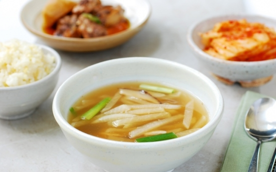 [Korean Bapsang] Mu doenjang guk (Radish soybean paste soup)