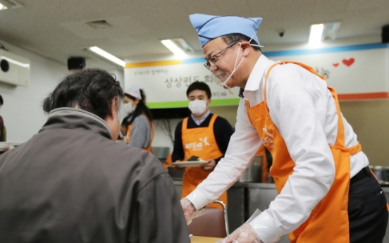KT&G donates food truck, hot meals for needy