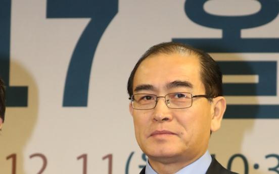 Top NK defector receives human rights award at parliament