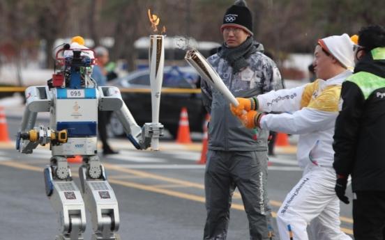 [Photo News] KAIST's humanoid robot carries 2018 PyeongChang Olympics torch