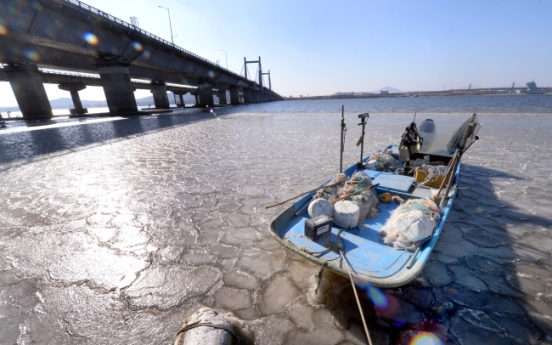 [Photo News] Cold snap freezes Han River