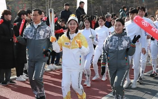 [PyeongChang 2018] Torch for PyeongChang 2018 tours athletes' training center