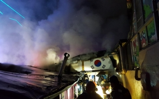 Fire at fortuneteller's house injures 6