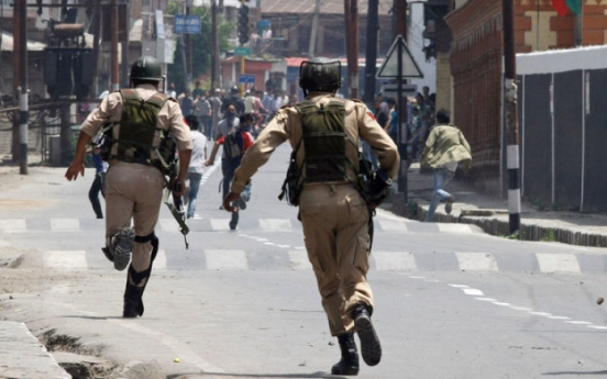 Blast kills 4 policemen in Indian Kashmir