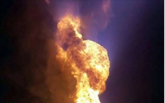 2 suspects burned trying to steal oil