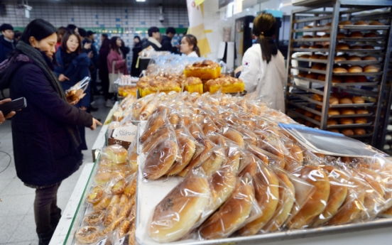 [Weekender] Grab-n-go snacks lure commuters at Korea's subway stations