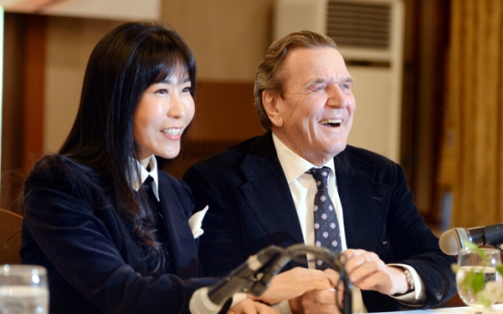 [Photo News] Former German Chancellor to marry Korean interpreter