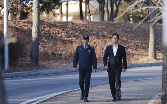 [Breaking] Lee Jae-yong gets suspended sentence, released in appeals trial