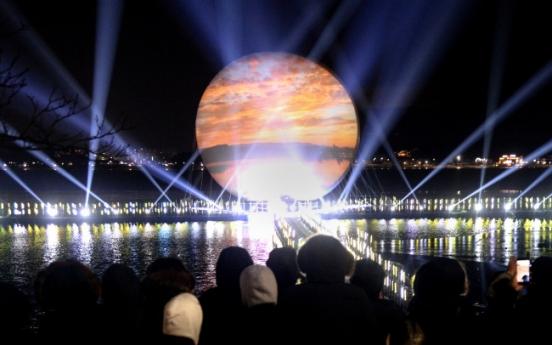 [Photo News] Artificial moon lights up Gangneung lake