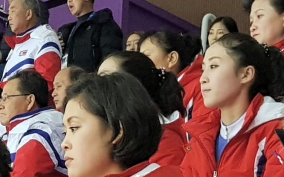 [Photo News] North Korean cheerleaders scenestealers at short track